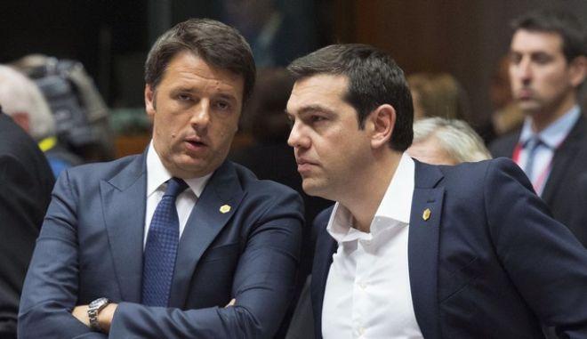 25/06/2015 Bruxelles. Il Presidente del Consiglio dei Ministri, Matteo Renzi, con il Primo Ministro della Grecia, Alexis Tsipras, al Consiglio europeo