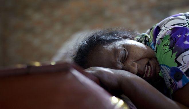 Σρι Λάνκα, βομβιστικές επιθέσεις με 290 νεκρούς την Κυριακή του Πάσχα