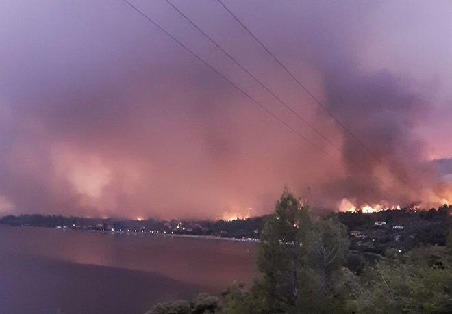 H φωτιά στην Εύβοια.