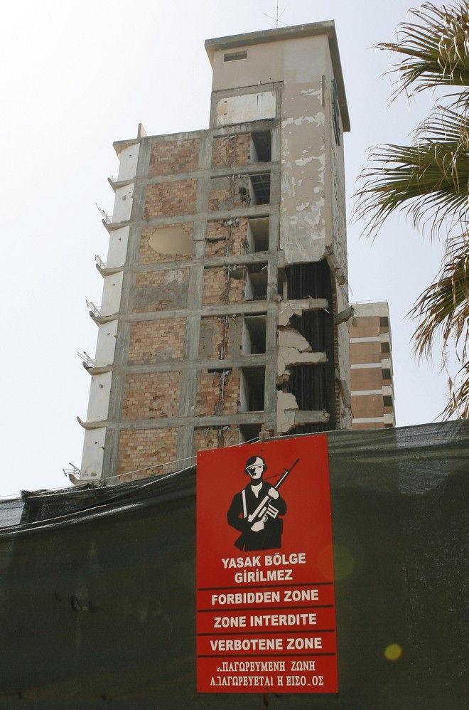 Κατεστραμμένο πρώην ξενοδοχείο στην πόλη-φάντασμα, την Αμμόχωστο