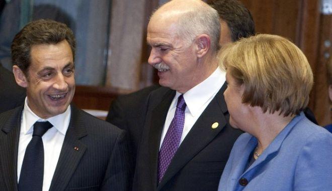 Από αριστερά: Ο  Πρωθυπουργός της Ολλανδίας, Γιαν Πέτερ Μπαλκενέντε, ο Γάλλος Πρόεδρος, Νικολά Σαρκοζί, ο Πρωθυπουργός Γιώργος Παπανδρέου και η Γερμανίδα Καγκελάριος Άνγκελα Μέρκελ, συνομιλούν στην Σύνοδο Κορυφής της Ευρωπαϊκής Ένωσης στις Βρυξέλλες, Πέμπτη 25 Μαρτίου 2010.  (EUROKINISSI // Ελεύθερη η χρήση για μη εμπορικούς σκοπούς. Να αναφέρεται ως πηγή το Συμβούλιο της Ευρωπαϊκής Ένωσης.)