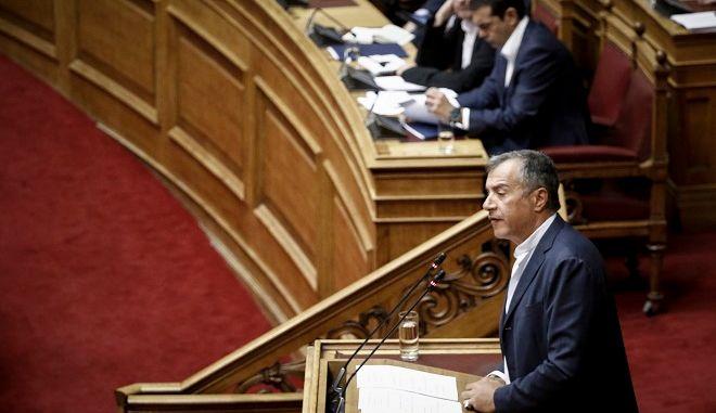 O Σταύρος Θεοδωράκης στη συζήτηση για το Πολυνομοσχέδιο στη Βουλή, στις 14 Ιουνίου 2018