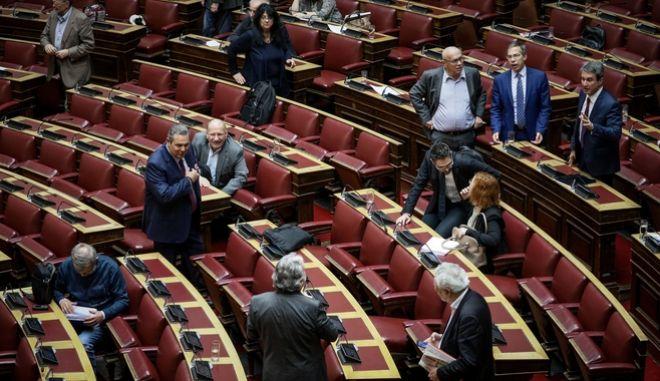 Συζήτηση και λήψη απόφασης, σύμφωνα με τo άρθρο 62 του Συντάγματος και τα άρθρα 43Α και 83 του Κανονισμού της Βουλής, για αιτήσεις άρσης ασυλίας Βουλευτών