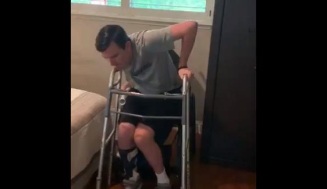 Ο Robert Paylor περπατάει ξανά μετά από 1.220 ημέρες σε αμαξίδιο