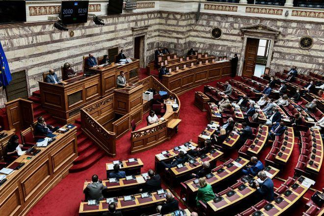 Μετωπική Μητσοτάκη - Τσίπρα για την ελληνογαλλική συμφωνία