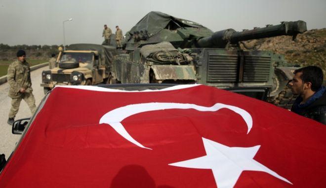 Τούρκοι στρατιώτες και τεθωρακισμένα οχήματα στα σύνορα Τουρκίας- Συρίας, φωτό αρχείου