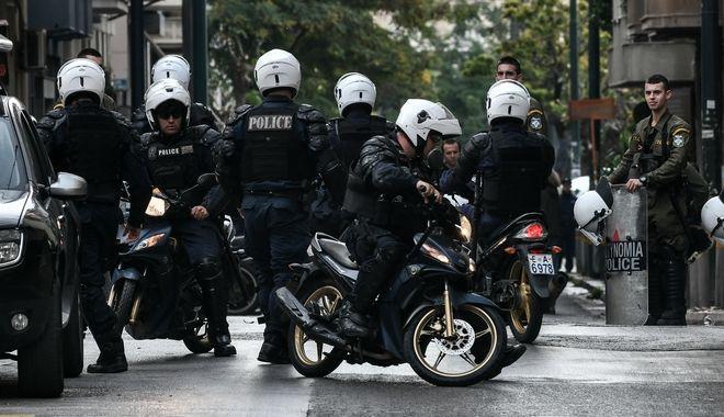 Επιχείρηση  της Ελληνικής Αστυνομίας σε υπο κατάληψη κτήριο επί της οδού Μπουμπουλίνας 42, στα Εξάρχεια