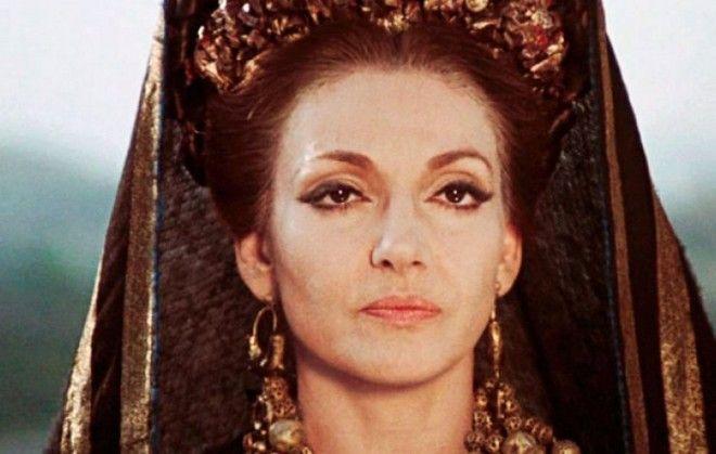 10 διάσημες μαμάδες που έμειναν στην ιστορία: Από την Ελληνίδα Μάνα στη Μητέρα των Δράκων
