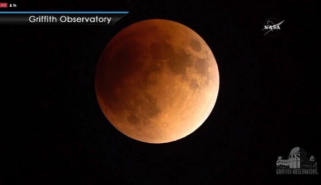 Μαγικές εικόνες με το 'σούπερ μπλε ματωμένο φεγγάρι'
