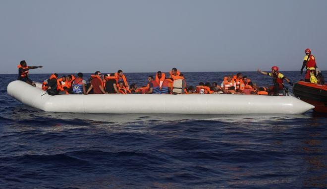 Λέμβος με πρόσφυγες (Φωτογραφία αρχείου)