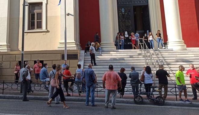 Κορονοϊός: Έκτακτα μέτρα σε Αχαΐα και Ιωάννινα - Μάσκες παντού