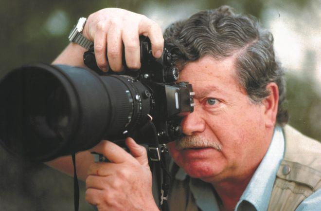 Ο φωτορεπόρτερ Αριστοτέλης Σαρρηκώστας επί τω έργω