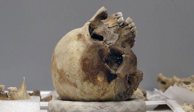 Ο εικαστικός Χικάρου Φουτζίι αναβιώνει μια εκτέλεση στην αρχαία Αθήνα
