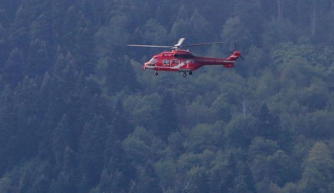 Επιχείρηση απεγκλωβισμού από ελικόπτερο της ΕΜΑΚ στην Οξυά Καρδίτσας