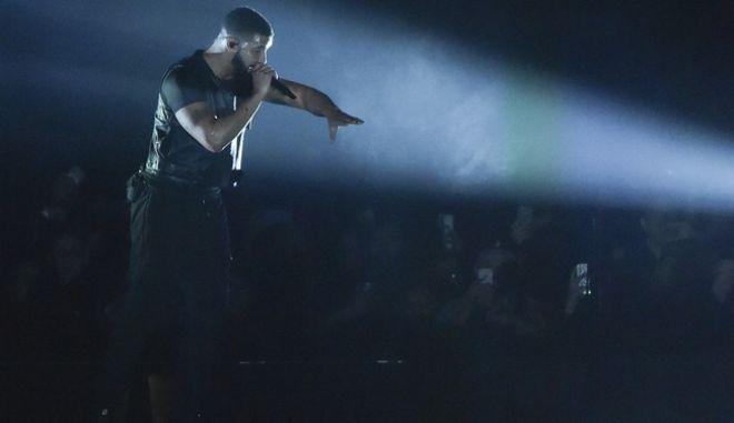 ο διάσημος ράπερ Drake σε συναυλία του