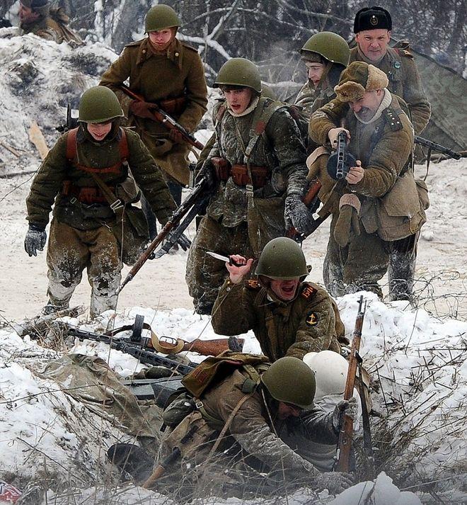 Η αναβίωση του Β' Παγκοσμίου πολέμου σε 10+1 φωτογραφίες: Το Λένινγκραντ έγινε και πάλι