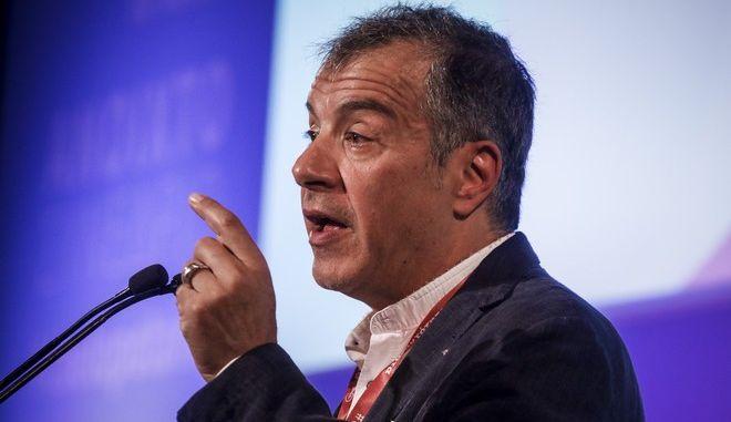 Ο επικεφαλής του Ποταμιού Σταύρος Θεοδωράκης στο τρίτο συνέδριο του κόμματος