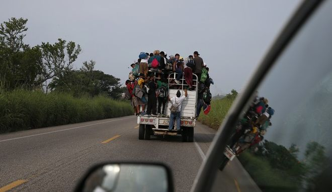 Μετανάστες στο δρόμο προς τις ΗΠΑ