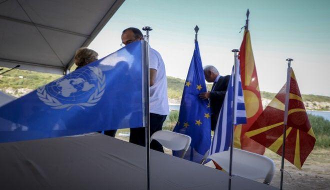 Στιγμιότυπο από την υπογραφή της συμφωνίας για την ονομασία της πΓΔΜ τον Ιούνιο του 2018 στις Πρέσπες