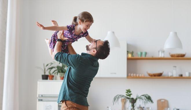 Γιορτή του πατέρα 2021: Η Google τιμά με doodle τους μπαμπάδες
