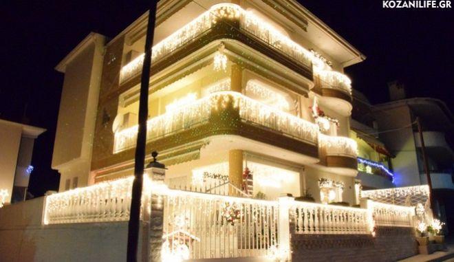 Στην Κοζάνη 'άναψε' το πιο φωτεινό χριστουγεννιάτικο σπίτι