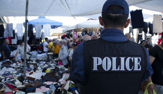 Έφοδος της Αστυνομίας στον Πειραιά για την καταπολέμηση του παρεμπορίου
