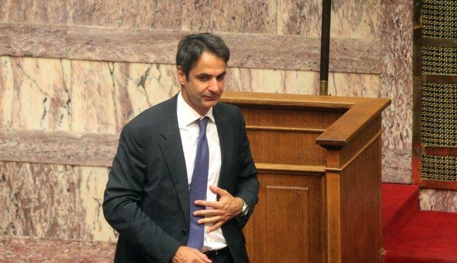Συνεχίστηκε για δεύτερη ημέρα την Τετάρτη 17 Ιουλίου 2013, η συζήτηση στην ολομέλεια της Βουλής του πολυνομοσχεδίου του υπουργείου Οικονομικών που αφορά τον νέο κώδικα φορολογίας εισοδήματος, τις διαδικασίες προώθησης της κινητικότητας στο Δημόσιο, την έξοδο μονίμων δημοσίων υπαλλήλων σε διαθεσιμότητα και των απολύσεων στον ευρύτερο δημόσιο τομέα. Στο στιγμιότυπο οι υπουργοί Οικονομικών Γιάννης Στουρνάρας και Εσωτρικών Κυριάκος Μητσοτάκης. (EUROKINISSI/ΚΩΣΤΑΣ ΚΑΤΩΜΕΡΗΣ)