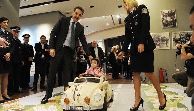 ΑΘΗΝΑ-Πρόεδρος της Νέας Δημοκρατίας Κυριάκος Μητσοτάκης επισκέφθηκε την έκθεση παιδικής ζωγραφικής «Η οδική ασφάλεια μέσα από τα μάτια των παιδιών».Δευτέρα 27 Μαρτίου 2017.(Eurokinissi-ΜΠΟΛΑΡΗ ΤΑΤΙΑΝΑ)
