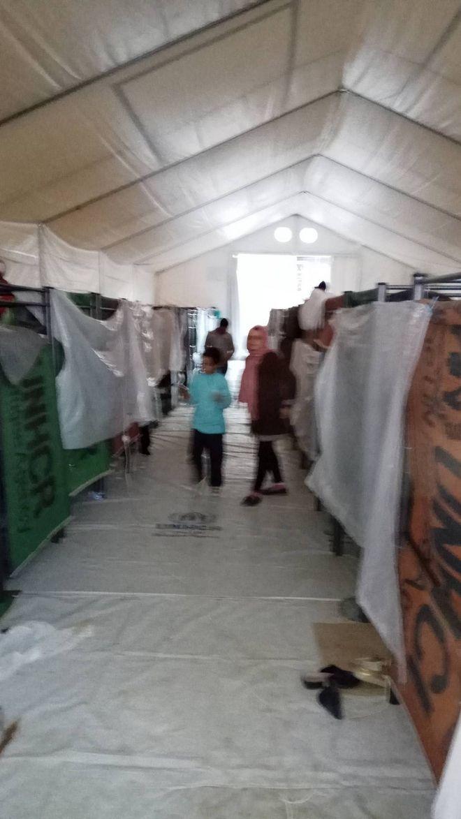 Σε άθλιες συνθήκες οι πρόσφυγες στη Χίο
