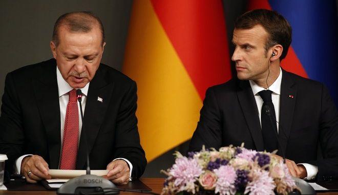 Ο Ρετζέπ Ταγίπ Ερντογάν και ο Εμανουέλ Μακρόν σε συνάντηση τον Οκτώβριο του 2018 στην Κωνσταντινούπολη