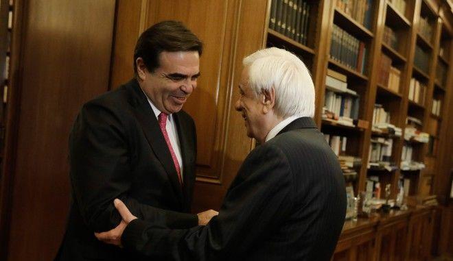 Ο αντιπρόεδρος της Κομισιόν Μαργαρίτης Σχοινάς και ο Πρόεδρος της Δημοκρατίας Προκόπης Παυλόπουλος στο Προεδρικό μέγαρο