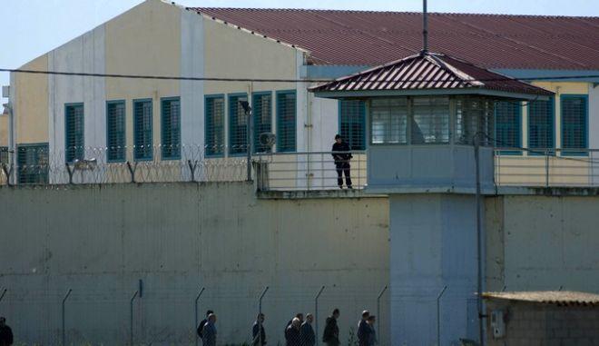 Στις φυλακές Τρικάλων μετέβη λίγο μετά τις 15.00 του Σαββάτου 23 αρτίου 2013, ο υπουργός Δικαιοσύνης Αντώνης Ρουπακιώτης. Μαζί του βρέθηκαν ο υφυπουργός Κώστας Καραγκούνης και ο γενικός γραμματέας Μαρίνος Σκανδάμης. (EUROKINISSI/ΘΑΝΑΣΗΣ ΚΑΛΛΙΑΡΑΣ)