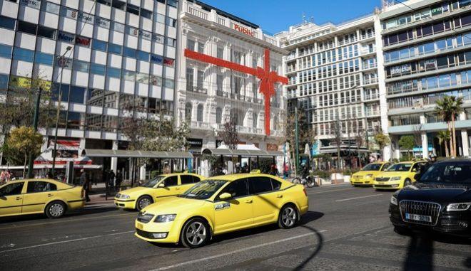 Πρωτοχρονιά: Πόσα άτομα επιτρέπονται στα ταξί παραμονή και ανήμερα