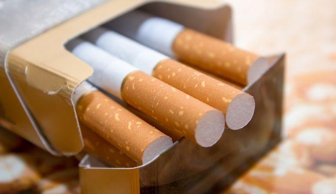 Πακέτο με τσιγάρα