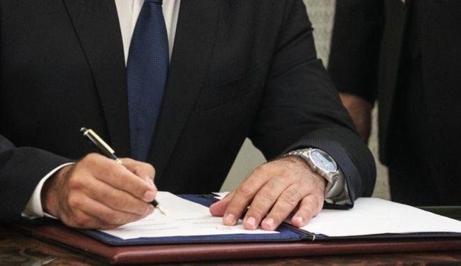 Στιγμιότυπο από ορκωμοσία μελών κυβέρνησης (φωτογραφία αρχείου)