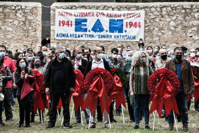 Στεφάνια στο Σκοπευτήριο της Καισαριανής κατέθεσαν ΚΚΕ και ΚΝΕ προς τιμήν των νεκρών της εργατικής τάξης και των 200 εκτελεσμένων κομμουνιστών, το Μεγ. Σάββατο, 1 Μαΐου 2021