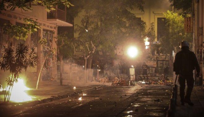 Επεισόδια στην περιοχή των Εξαρχέιων μετά το τέλος της πορεία για τη 45η επέτειο από την εξέγερση του Πολυτεχνείου