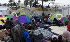 Σάμος: Εικόνες θλίψης εν μέσω κρύου - Ο καταυλισμός έξω από τον καταυλισμό