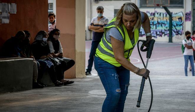 Καθαρισμός από συνεργείο του Δήμου Αθηναίων