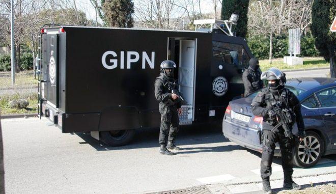 Γαλλία: Συμμορία λήστεψε χρηματαποστολή - Κράτησε όμηρο την κόρη του φρουρού