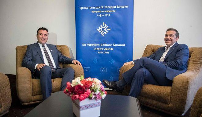 Στιγμιότυπο από την συνάντηση που είχε ο πρωθυπουργός Αλέξης Τσίπρας με τον Σκοπιανό ομόλογό του Ζόραν Ζάεφ στο περιθώριο της συνόδου ΕΕ-Δυτικών Βαλκανίων στην Σόφια, Πέμπτη 17 Μαϊου 2018