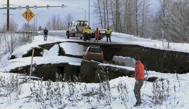 Ζημιές μετά το σεισμό 7 ρίχτερ στην Αλάσκα