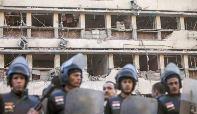 Αίγυπτος: Έξι νεκροί και 90 τραυματίες από βομβιστικές επιθέσεις