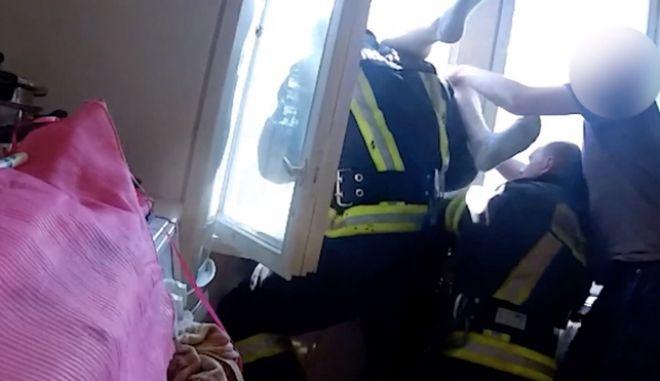 Πυροσβέστης γίνεται σούπερ-ήρωας