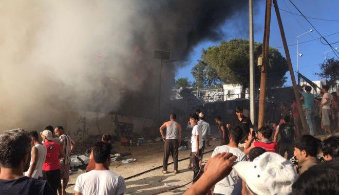 Μόρια: Φωτιά στον προσφυγικό καταυλισμό - Ένας νεκρός