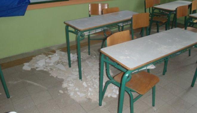 Τραυματισμός μαθητή από πτώση σοβά στη Σύρο