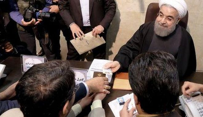 Iranian President Hassan Rouhani registers for February's election of the Assembly of Experts, the clerical body that chooses the supreme leader, at the Interior Ministry in Tehran December 21, 2015. REUTERS/Raheb Homavandi