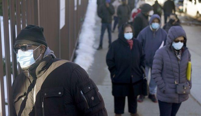 Αμερικανοί με μάσκες στη Νέα Υόρκη