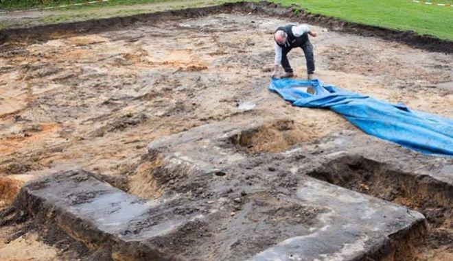 Γήπεδο στο Αμβούργο έκρυβε μια τεράστια σβάστικα