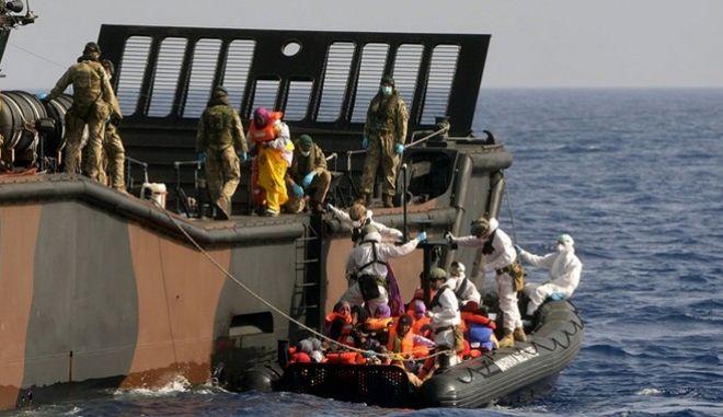 Διάσωση 615 προσφύγων ανοιχτά της Λιβύης από το γερμανικό πολεμικό ναυτικό